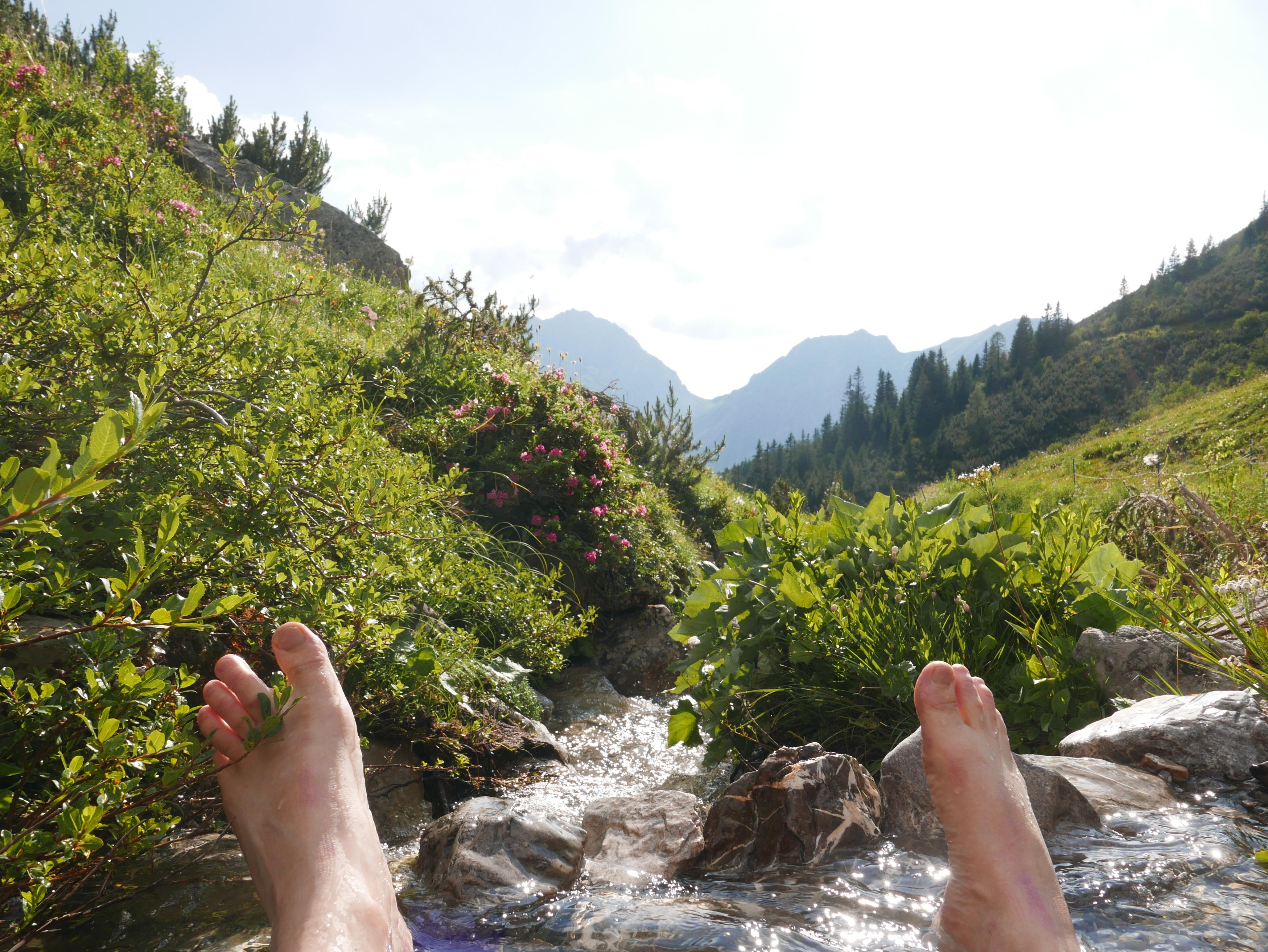 Berge_Alpen_Tirol_Sommer_Bach_Bergbach_Baden_Frische